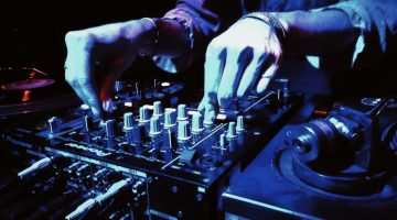 Bum Tschak und mehr: DJ* &Claudia an den Turntables