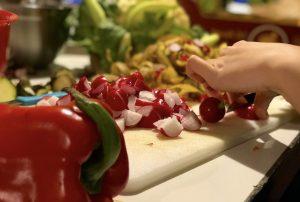 Paprika, Radieschen, Gemüse, rot, schneiden, schnippeln, SoKü