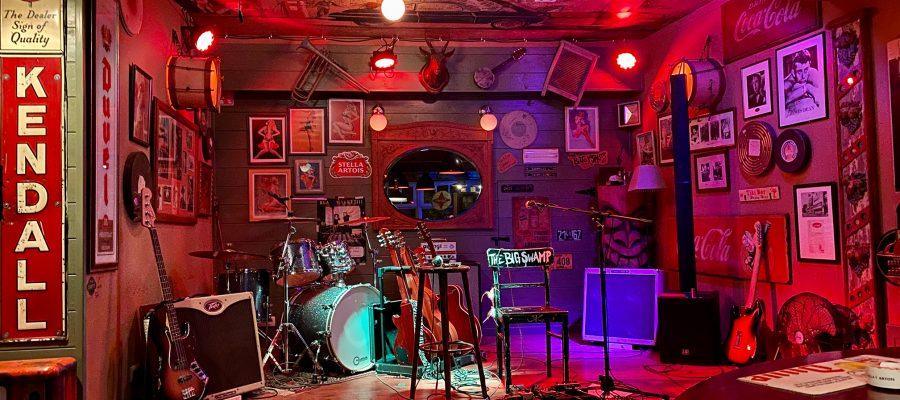 Wie eine Bühne aussieht bei einem Live-Konzert mit Blues Musik