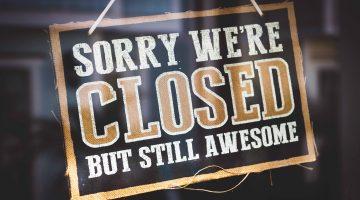 Schild an der Tür Sorry we're closed