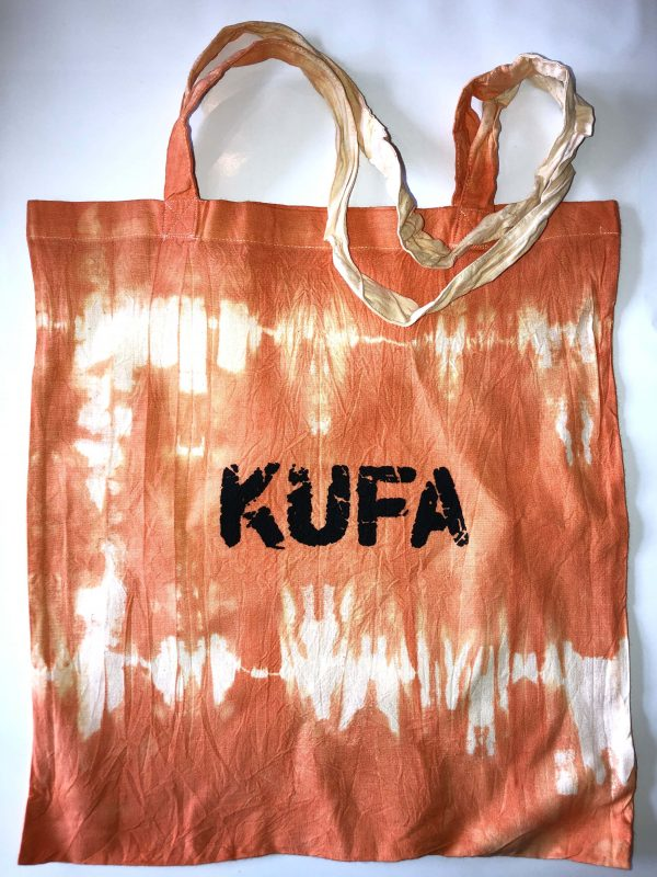 orangefarbener Jutebeutel mit Aufdruck KUFA-Logo