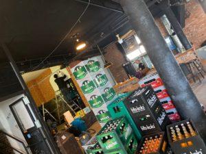 Nichts ist schlimmer, als wenn das Bier warm ist. Getränkekisten in der KUFA Halle.