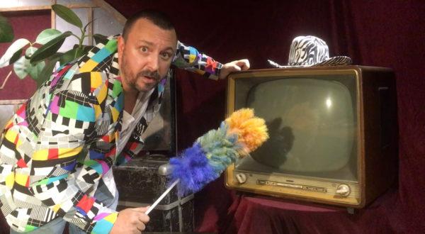 KUFA TV Staubwedel Staubwischen abstauben Fernseher Röhre Manuel Leidisch Moderator Neue Medien Radio Tonkuhle On Air auf Sendung Hildesheim
